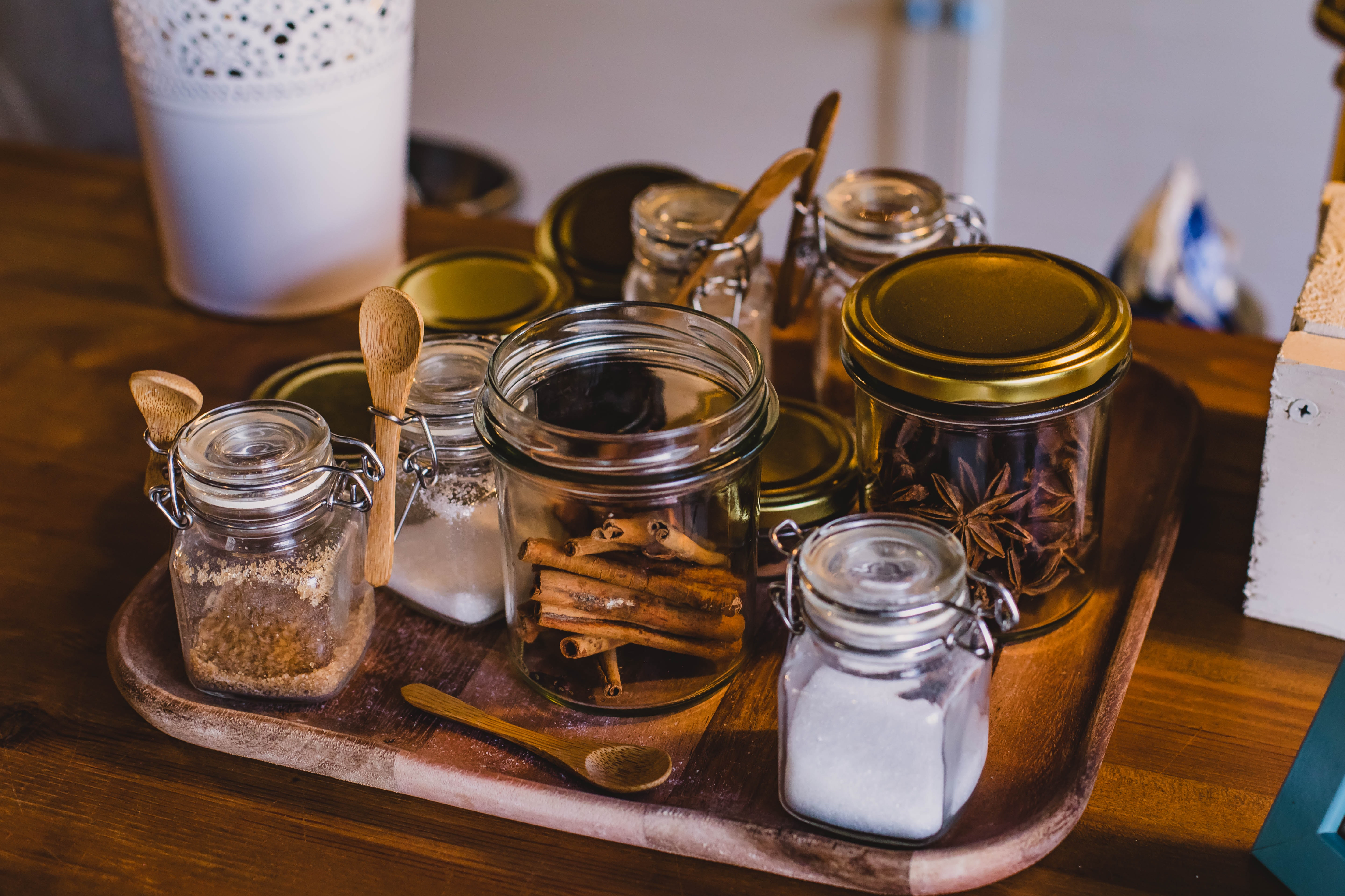 clear-glass-jars-on-top-of-tray-1516424