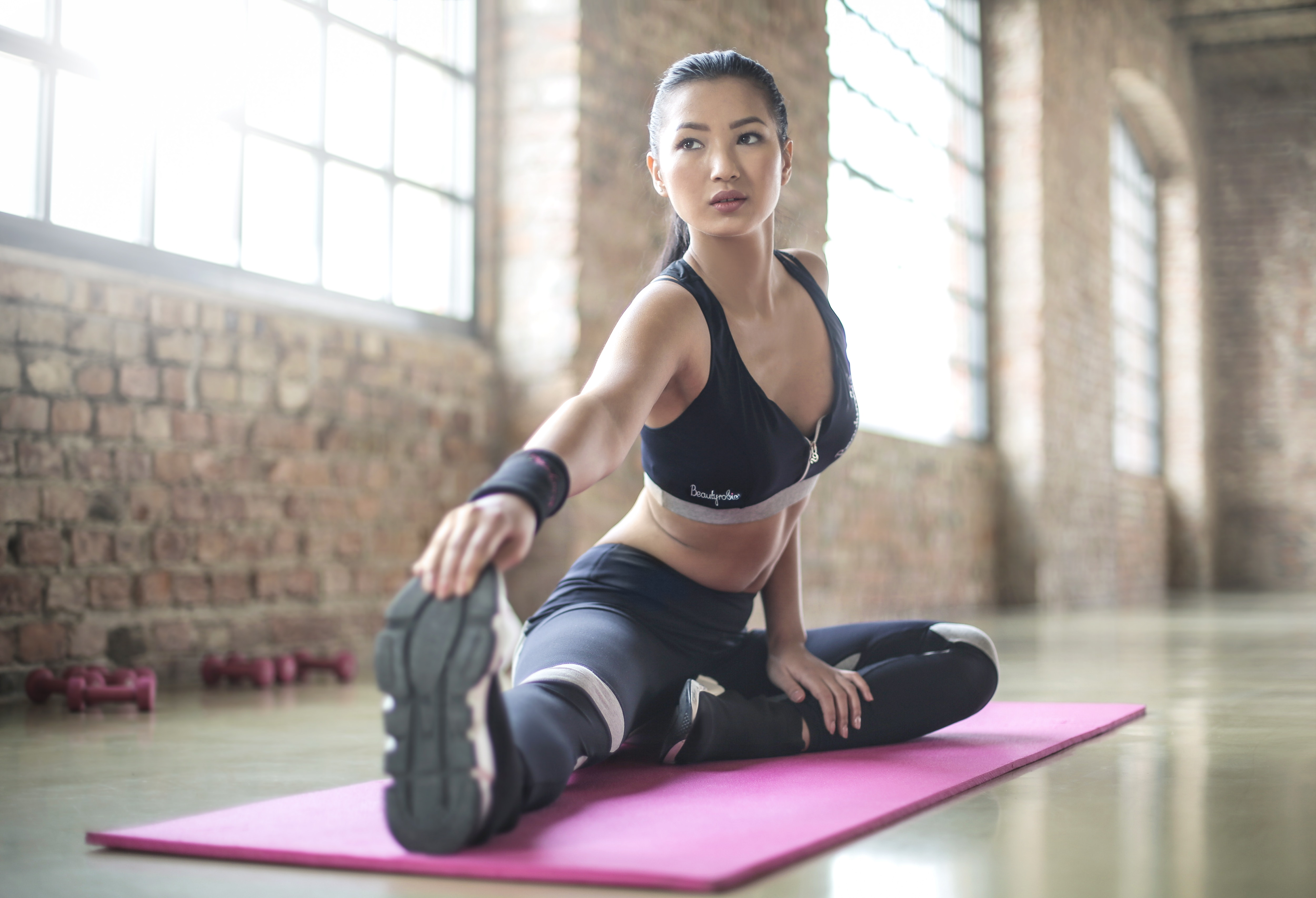 woman-in-black-sports-brassiered-and-black-pants-doing-yoga-868704