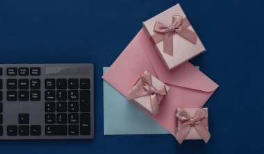 How to Create Perfect Welcome Back Gift Packs for your Employees